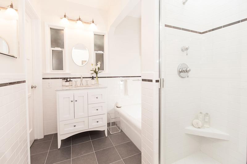 small-bathroom-vanity-vintage-800