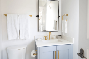 brass-fixtures-in-bathroom