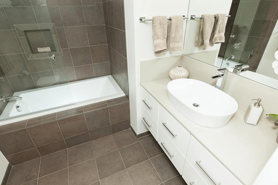 tub and sink bathroom
