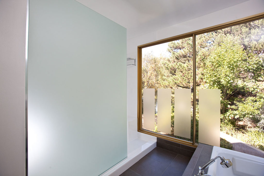 contemporary-bathroom-design-window-view