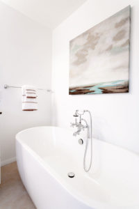 transitional-spa-bathroom-design-bathtub-1